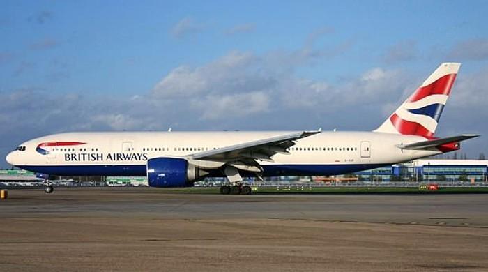 'دش اش یوور پائلٹ شپیکنگ' نشے میں دھت برطانوی پائلٹ کو ہتھکڑی لگ گئی