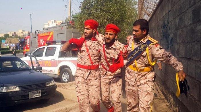 ایرانی صوبے آہواز میں فوجی پریڈ پر حملہ، 8 اہلکار ہلاک