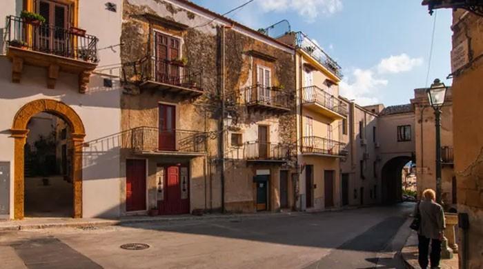 اٹلی کے گاؤں میں گھر بسائیں، صرف ایک یورو قیمت چکائیں