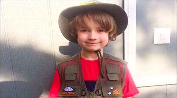 چھ سالہ امریکی بچہ ماحولیاتی آلودگی پر افسردہ