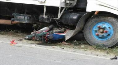 Lahore Dumper Trampled The Rickshaw And Motorcycles 4 Killed