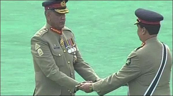 General Qamr Jawed Bajwa Ney Pak Foj Ki Kaman Sanbhal Li