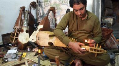 Peshawar K Naujawano Nay Internet Par Rubab Sikhana Shuru Kr Deya