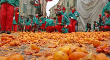 Italy May Chiri Anookhi Jang Ter Aur Talwar Nahi Hathiyaar Banay Kinnou