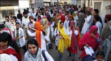 Karachi Young Doctors Ka Ehtjaj Ki Call Wapis Lenay Ka Ailan