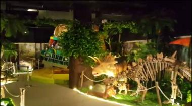 Karachi Clifton May Pehla Indoor Adventure Dino Theme Park Tayar