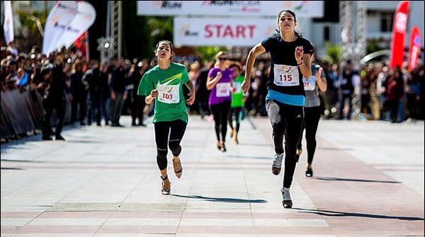 ترکی: خواتین کی اونچی ایڑی کی سینڈل پہن کر ریس