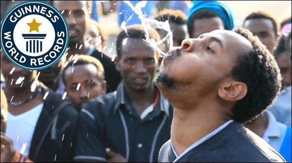 ایتھوپیا کا نوجوان، انسان یا فوارہ!