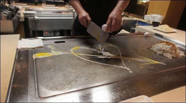 ماہر شیف نے انڈے کے ذریعے دل کا ڈیزائن بنا ڈالا