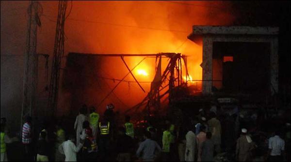 Faisalabad May Kapray Kay Godown May Aatish Zadge
