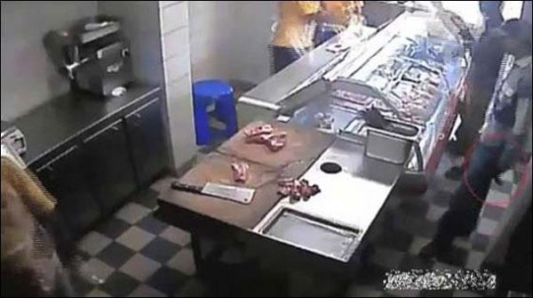 کراچی: گوشت کی دکانیں لوٹنے والے ملزمان کی عدالت میں شناخت