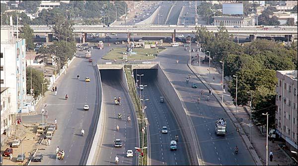 کراچی: ناظم آباد میں کوچ پر فائرنگ ،3 افراد زخمی