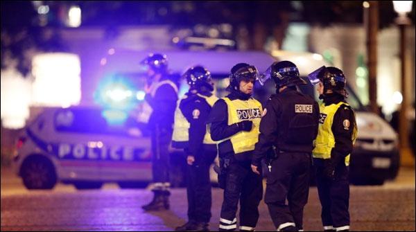 Paris Mae Firing Se 2 Police Ahalkaar Halak