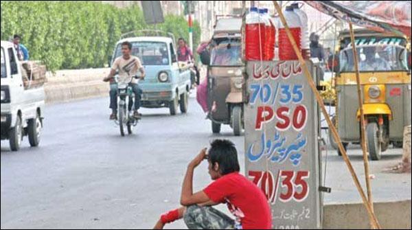 Di Khan Mae Shops Par Petrol Aur Diesel Ki Gher Kanooni Farokhat Jari