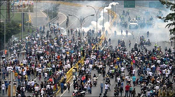 وینزویلا میں حکومت مخالف مظاہرے جاری