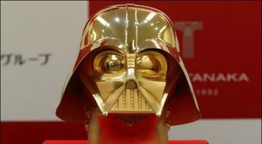 Film Star Wars Kay Mashhoor Kirdaar Ka Mask Numayesh Kay Liye Pesh
