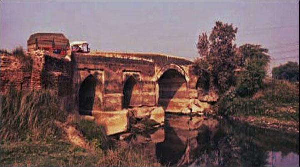 چار سو سالہ قدیم پل، مغل فن تعمیر کا عظیم شاہکار