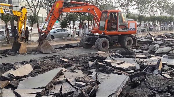 کراچی والے جگہ جگہ زیر تعمیر سڑکوں کے عتاب کا شکار