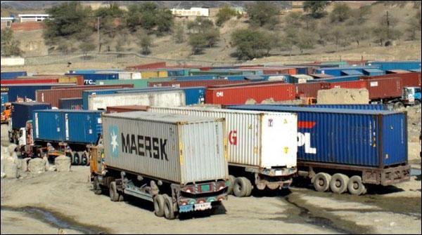 کراچی: گڈز ٹرانسپورٹرزکی ہڑتال ، بندرگاہ پر ہزاروں کنٹینر پھنس گئے
