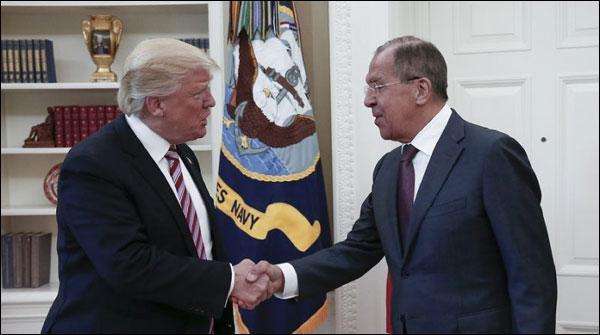 روس کومعلومات کی فراہمی،میک کین نے واٹرگیٹ سے تشبیہ دیدی