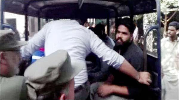 لاہور: سیشن عدالت میں کمرہ عدالت کے باہر دو گروپوں میں جھگڑا