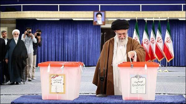 ایران انتخابات ،خامنہ ای اور صدر روحانی نے ووٹ کاسٹ کیا