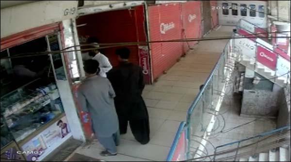 کراچی: موبائل شاپ میں واردات کی سی سی ٹی وی فوٹیج