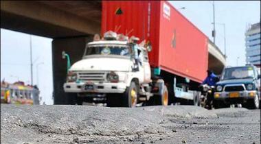 Karachi Heavy Traffic Kay Dakhlay Par Pabandi Ka Faislah Muttal