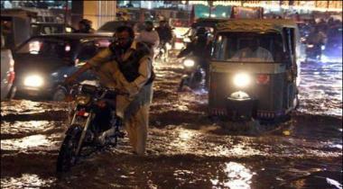 Karachi Mae Nipa Chowrangi Ke Kareeb Sewerage Line Phat Gayi