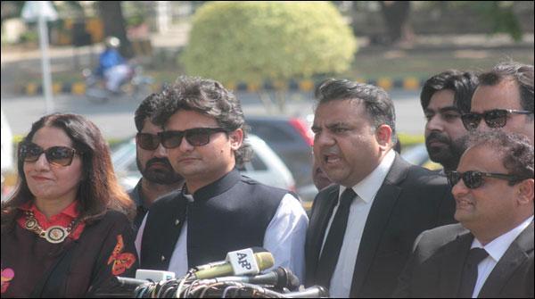 وزیراعظم اور وزیر خزانہ پر جے آئی ٹی کے کام میں رکاوٹیں ڈالنے کا الزام