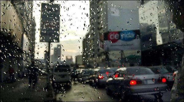 کراچی میں بوندا باندی، لاہور میں تیز ہواؤں کے ساتھ بارش