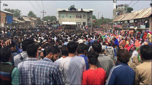 کشمیری شہداء کے جنازے میں ہزاروں افراد کی شرکت