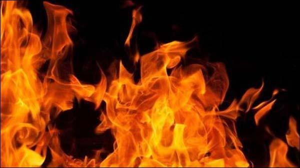 گھوٹکی: آتشزدگی سے 15 جھونپڑیاں جل کر خاکستر
