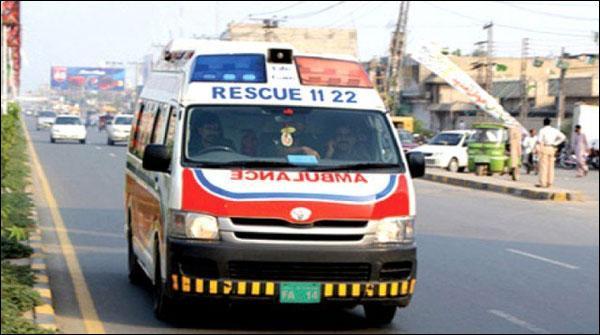 فیصل آباد: پولیس موبائل کی موٹرسائیکل کو ٹکر، 3نوجوان زخمی