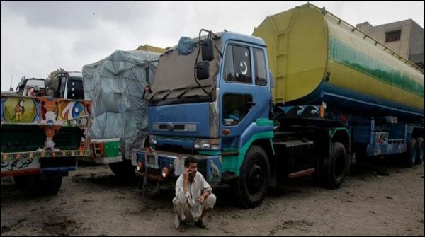 کراچی کسٹمز کی کارروائی، 8ہزار ٹن مٹی کا تیل برآمد