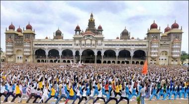 Mysore Hazaron Talba Ney Yoga Perform Kartye Hoye Record Bana Dala