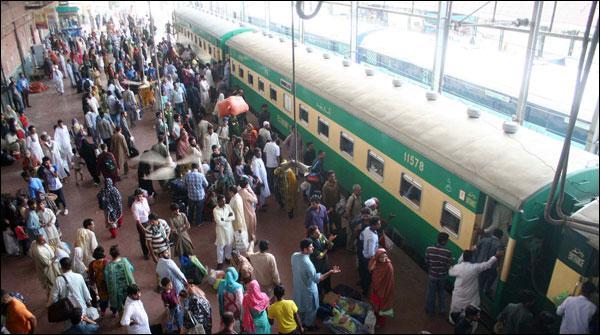 لاہور:عید ٹرینوں پر کمانڈوز تعینات