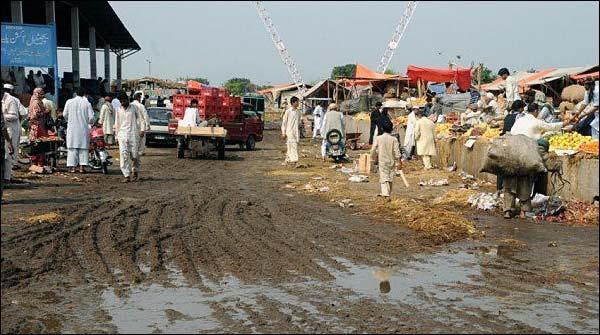 کراچی سبزی منڈی میں کیچڑ اور پانی جمع، کاروبار متاثر