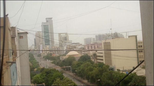 کراچی، مختلف علاقوں میں صبح سویرے بوندا باندی