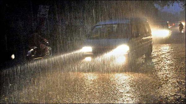 کراچی میں مون سون کا نیا سسٹم آگیا، کہیں ہلکی، کہیں تیز بارش
