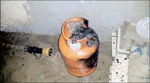لاہور میں دکان پر سلنڈر پھٹ گیا، آگ لگنے سے 5 دکانیں تباہ