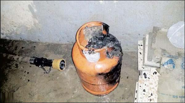 Lahore Mae Dukaan Par Cylinder Phatne Se 5 Dukanien Tabah