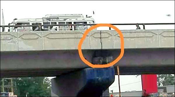 راشد منہاس روڈ پر واقع پل پر دراڑیں پڑ گئیں