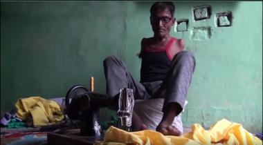 Dono Hathon Say Mazoor Bharti Shaks Darzi Ban Gaya