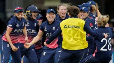 Shrubsole Six For Snatches World Cup For England