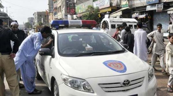 کراچی میں مسلح ڈاکو پیٹرول پمپ کے عملے سے 13 لاکھ روپے لوٹ کر فرار