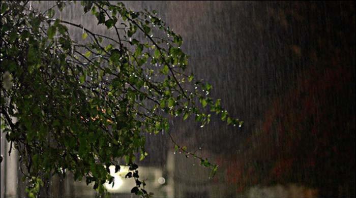 کراچی میں رات گئے وقفے وقفے سے ہلکی بارش