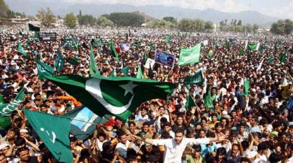 مقبوضہ کشمیر میں بھی پاکستان کے یوم آزادی کا جشن، قومی پرچم لہرادیا گیا