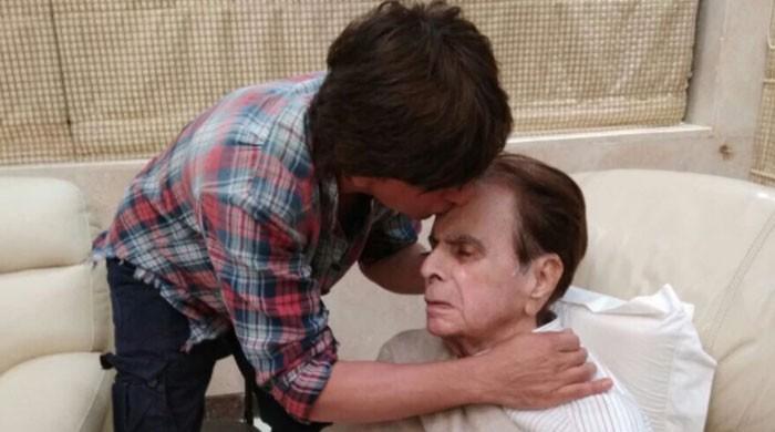 'منہ بولے بیٹے' شاہ رخ خان کی دلیپ کمار کی عیادت