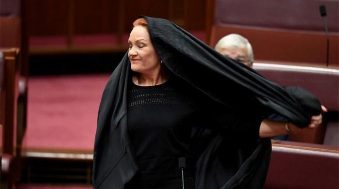 آسٹریلوی سینیٹر پارلیمنٹ میں برقعہ پہن کر آگئیں